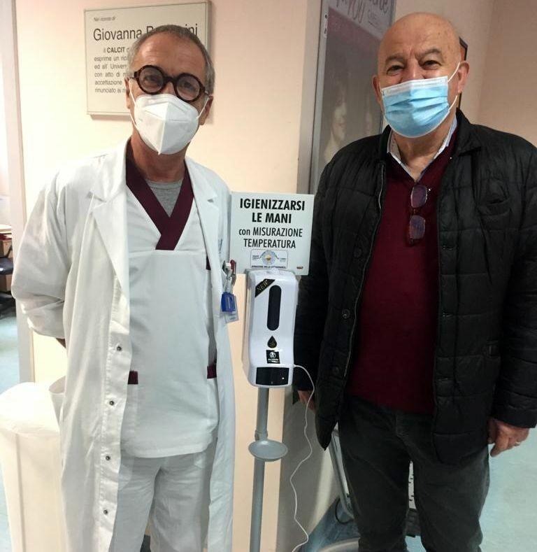 Pm Allarmi e Calcit: Donati dispenser per gel con misuratore di temperatura incorporato al San Donato per la lotta anti Covid